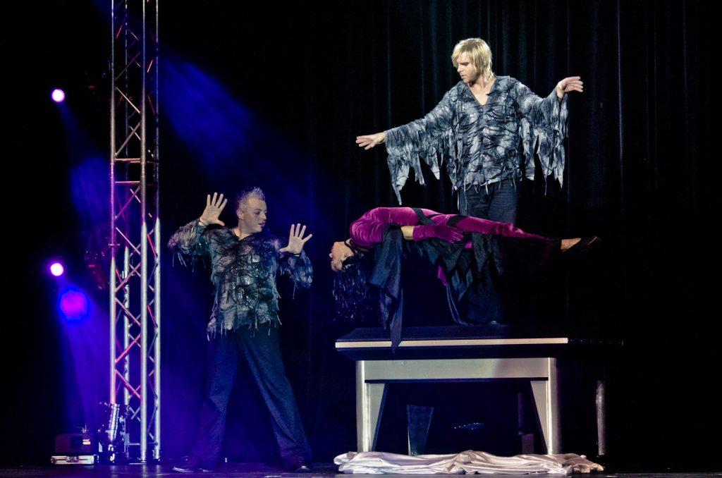 Zaubertrick schwebende Frau